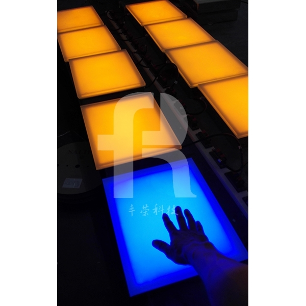 感应地砖灯是夜景亮化常用的灯具之一