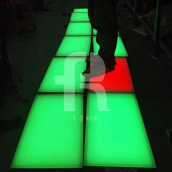 采用三基色(红、绿、蓝)组成的led地砖灯可显示六万多种颜色