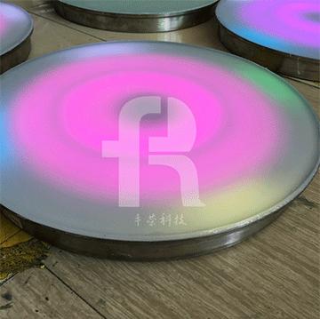 重力传感器的地砖灯根据压电效应原理工作