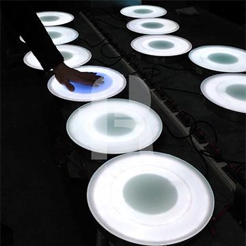 感应地砖灯LED灯便于安裝和应用